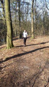 Lauftraining durch Trailrunning im Wald